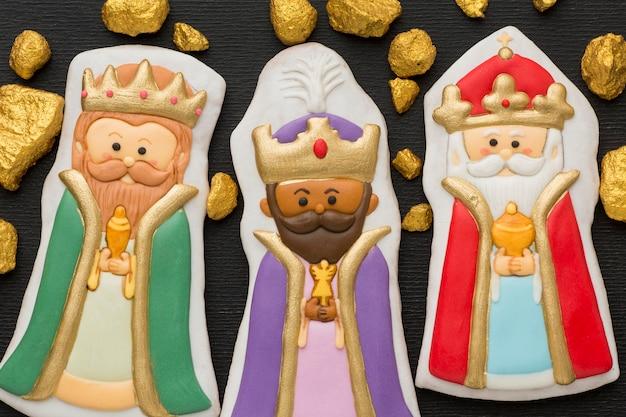 Figurines de biscuits royaux et minerais d'or