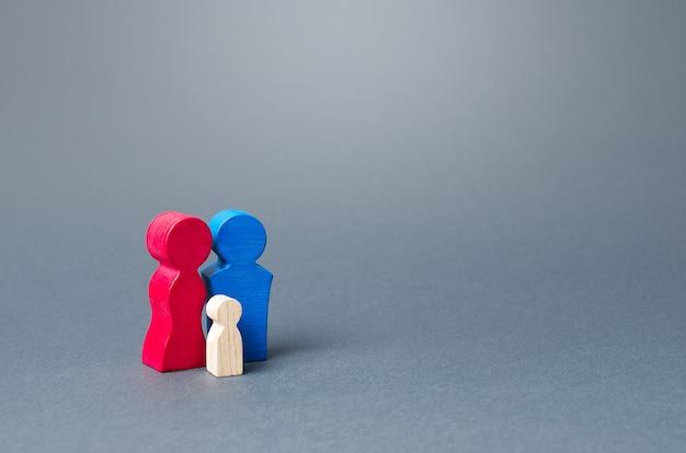 Figurines en bois de la famille institut de la famille et de la reproduction soutien financier et social stimulant la croissance de la démographie