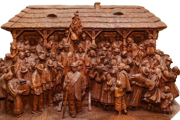Figurines en bois de paysans ukrainiens au mariage maîtrise de la sculpture sur deorevu