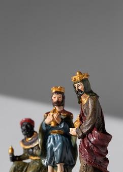 Figurines des rois du jour de l'épiphanie avec espace de copie
