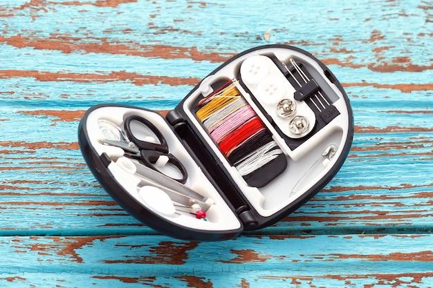 Fil d'aiguille à coudre boutons dé à coudre sur mesure réparation de ciseaux