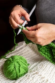 Fil vert haute vue pour le tricot