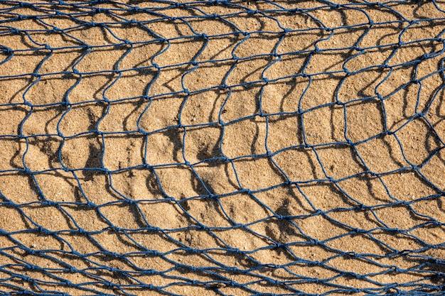Filet de pêche sur le sable