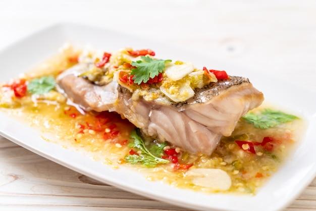 Filet de poisson mérou cuit à la vapeur