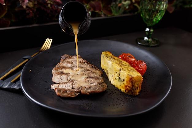 Filet de porc sauce au poivre et gratin de pommes de terre