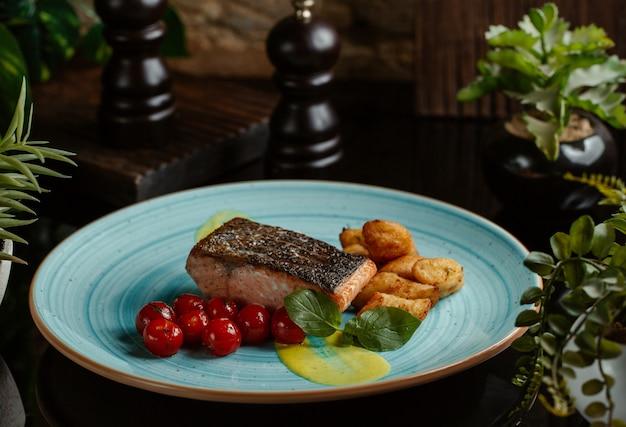 Filet de saumon grillé et épicé