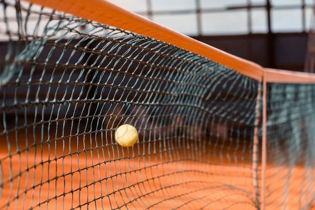 Filet de tennis avec ballon