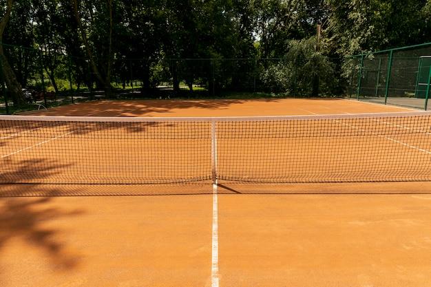 Filet de tennis vue de face sur le court