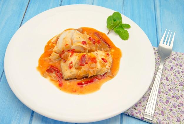 Filets de poisson avec salade