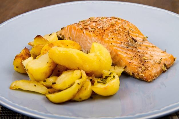 Filets de saumon aux pommes de terre