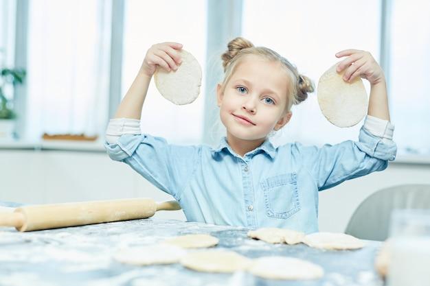 Fille aux pains plats