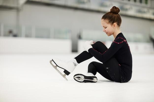 Fille blessée sur la patinoire