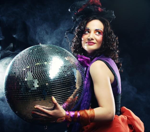 Fille avec boule disco
