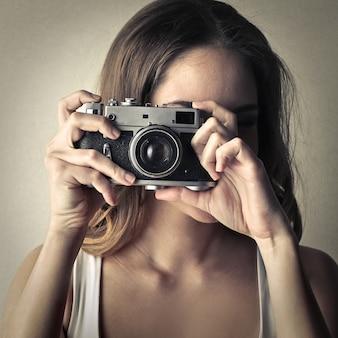 Fille avec une caméra