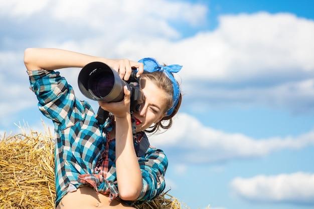 Une fille avec une camera