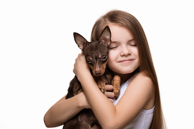 Fille avec un chien