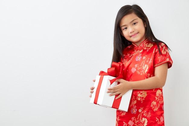 Fille chinoise nouvelle année 2019