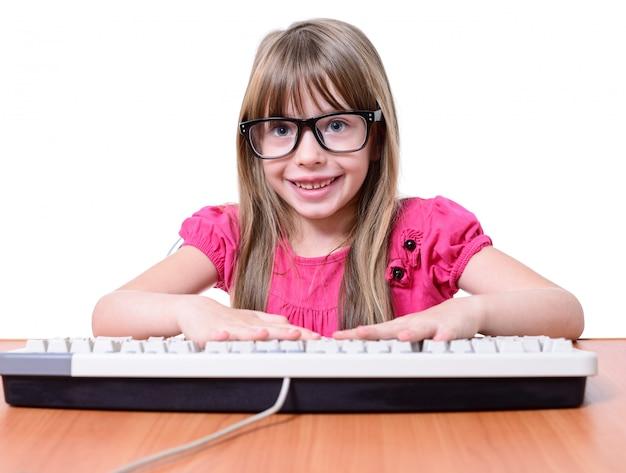 Fille avec clavier.