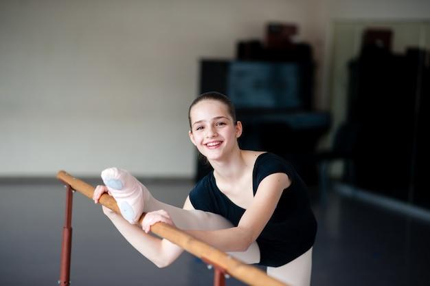Fille en cours de danse classique
