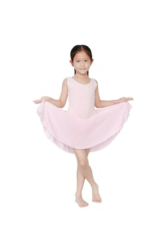 Fille de danseuse de ballet asiatique heureuse en jupe tutu rose