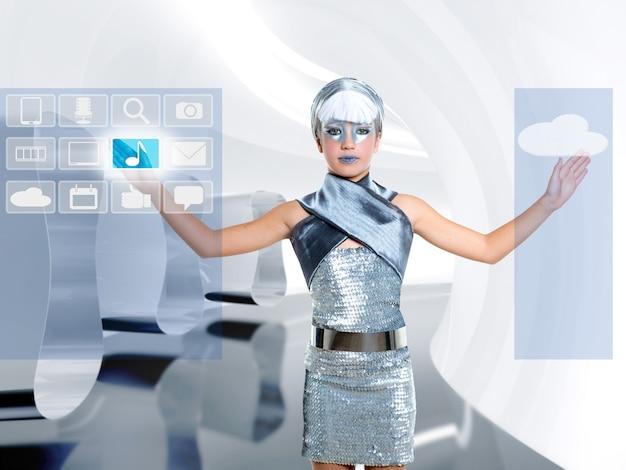 Fille d'enfants futuristes en icône d'argent icloud doigt toucher