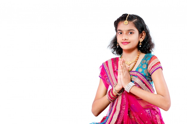 Fille indienne célébrant le festival de diwali