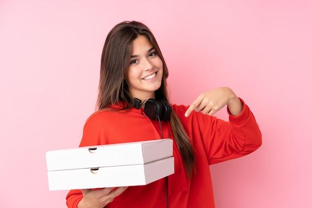Fille de livraison de pizza