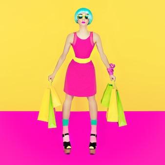 Fille de marionnettes crazy shopping