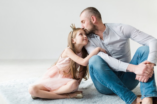 Fille et papa le jour de la fête des pères