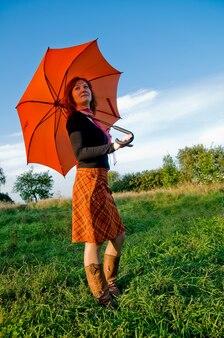 Fille avec parapluie