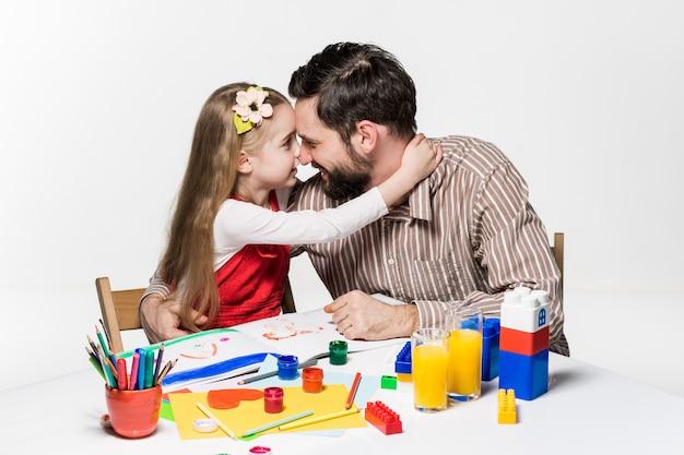 La fille et le père réunissent