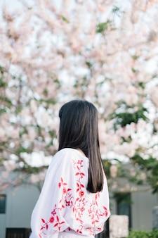 Fille et sakura
