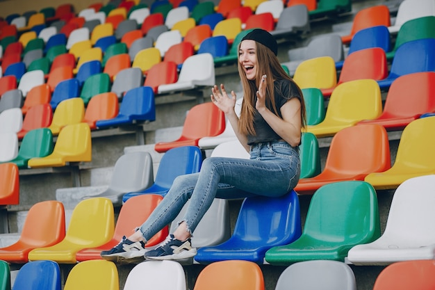 Fille sur un stade