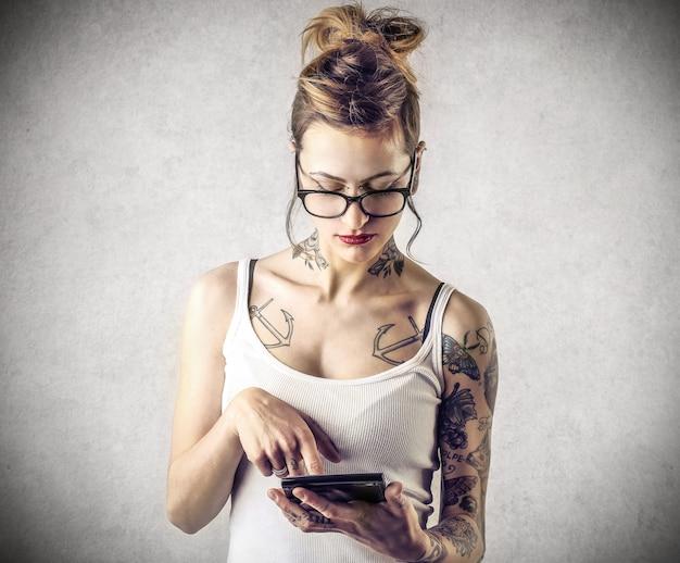 Fille tatouée en calcul