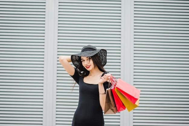 Fille en tenue noire