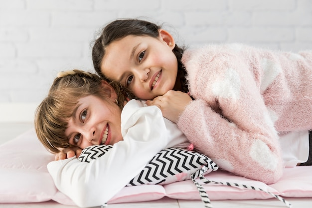 Filles au lit