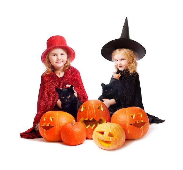 Filles en costume de sorcière