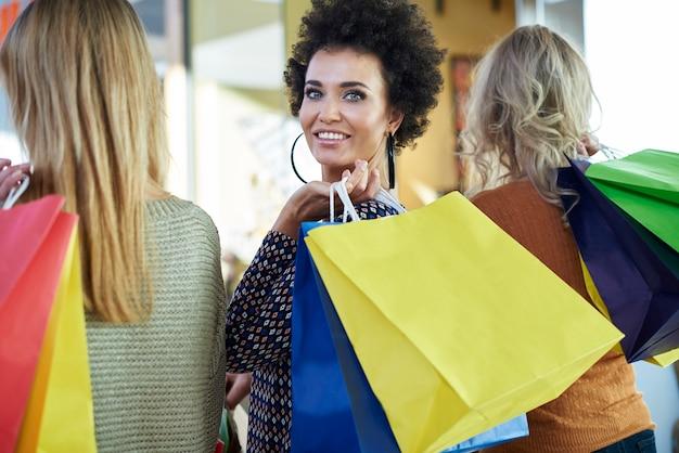 Les filles n'ont jamais assez de shopping