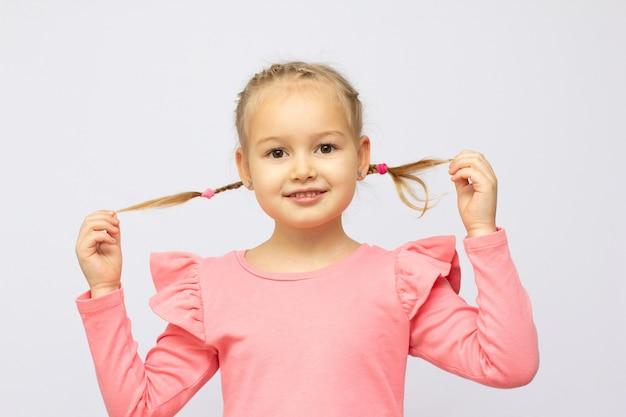 Une fillette de 5 ans photographiée en studio.