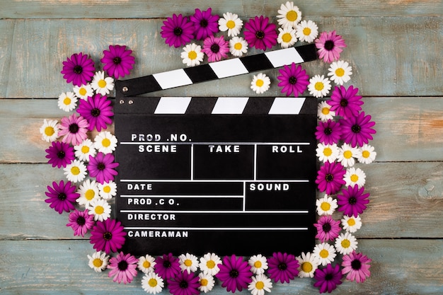 Film, battant, fleurs, bleu, bois, surface