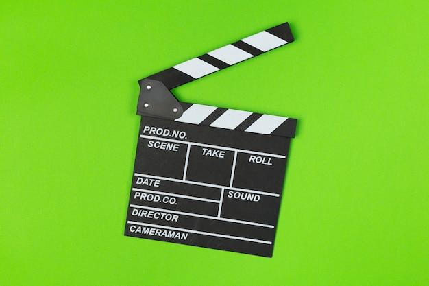 Film clapper board sur vue de dessus vert