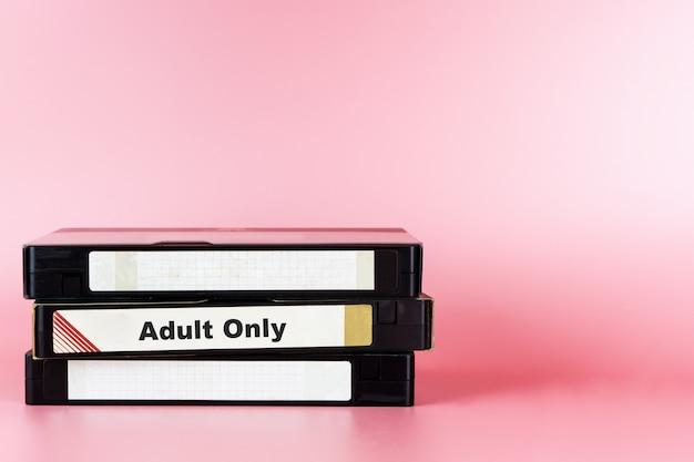 Film pour adultes seulement étiqueté sur video tape