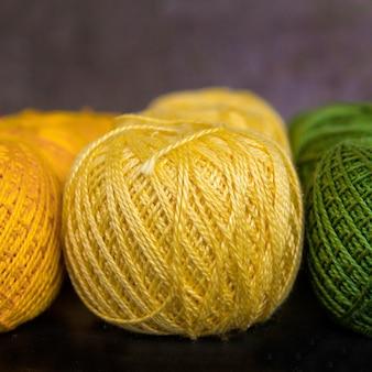 Fils colorés pour le tricot