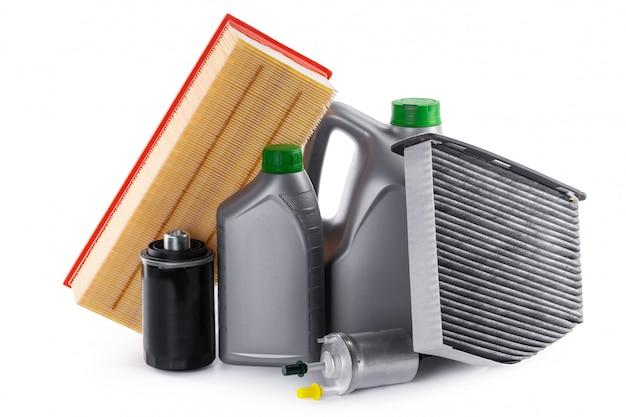 Filtres de voiture et huile moteur peuvent isolé sur blanc