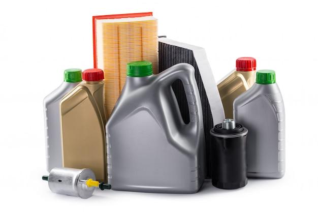 Filtres de voiture et huile moteur peuvent isolés sur blanc