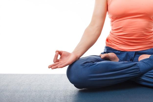 Fin, haut, femme, yoga, asana, padmasana, lotus, pose