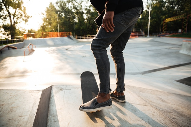Fin, haut, skateboarders, pieds, patinage