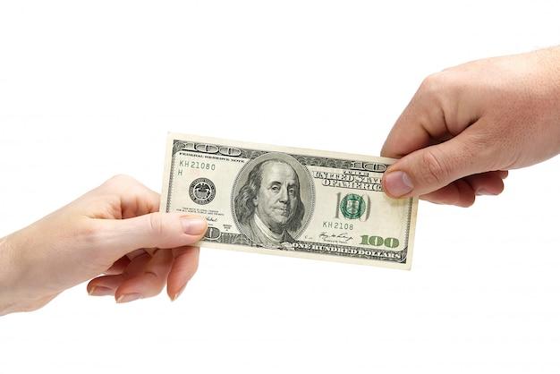 Finance richesse humaine main tenant la monnaie du dollar. isolé sur blanc
