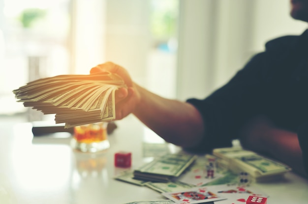Les finances sont financièrement enrichissantes.