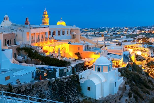 Fira, ville principale de santorin la nuit, grèce